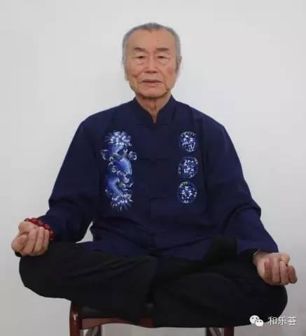 司勇老师正在双盘打坐